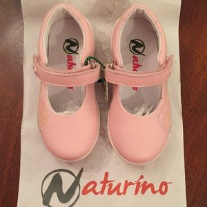 Girls Naturino pink shoes size 7